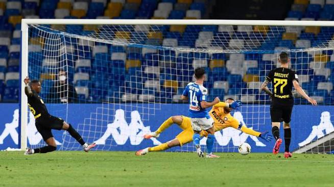 Napoli – Inter   1-1   Mertens storico, l'Inter si suicida